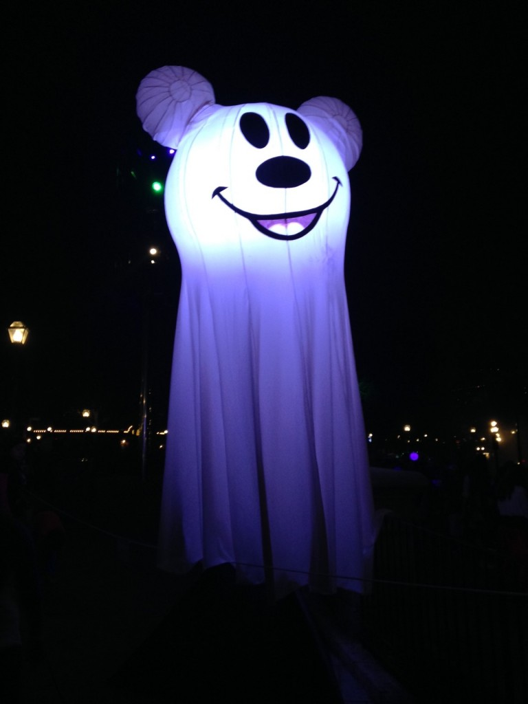 Mickey's Halloween Party is one super fun partay!!